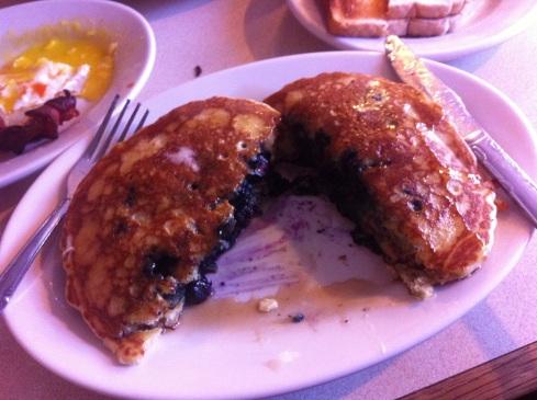blueberry-pancakes-la-bonbonniere